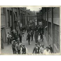 1930 Press Photo Workers leave Willard Storage Battery Company Plant - neb38220