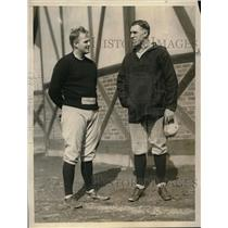 1925 Press Photo JW Hammond Harvard 2nd baseman talks with coach - neb38792