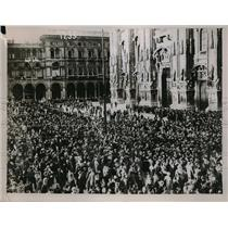 1928 Press Photo Crowd at Milan Cathedral at the escape of King Victor Emmanuel