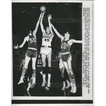 1958 Press Photo Mike McKoy of Ft Wayne HS vs Elkhart players at basketball