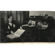1935 Press Photo Mrs Turner's Scrapbook Memory of 46 years