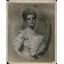 1910 Press Photo Helen Barney receives part in Elektra pantomime play