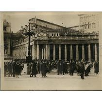 1922 Press Photo Crowd at Vatican Waits to See Pope Lying in State