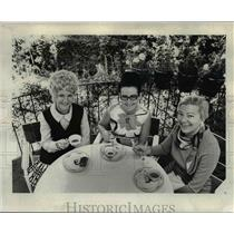 1970 Press Photo Mrs. Michael Selleck, Mrs. Morgan Howells & Mrs. George Kien
