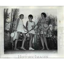 1970 Press Photo Mrs. Farmer, Mrs. A. Dennis Dahlen and Mrs. Lawrence Pierce Jr.