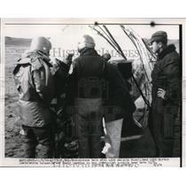 1956 Press Photo LCDR Morton Lewis land in the Strato-Lab Gondola - neb42683
