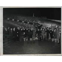 1946 Press Photo Musicians at La Guardia airfield to aid Leopold Stockowski