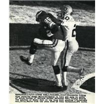 1977 Press Photo Viking Sammy White in end zone vs Raider Neal Colzie