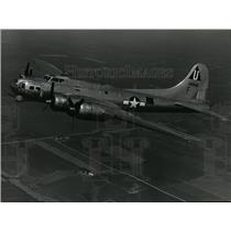 1985 Press Photo Sentimental Journey B-17G bomber to Seattle for anniversary