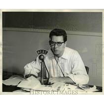 Press Photo Radio Announcer Bill Randle - cvp76913