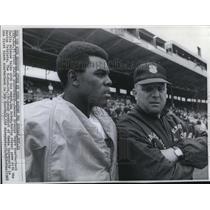 1968 Press Photo Denver Marlin Briscoe First Black Quarterback & Coach Lou Saban