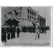 1952 Press Photo Stockyard cowboy trots past Chicago policemen - neb66465