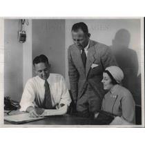1932 Press Photo Bob Pearce sculler at Olympics, wife & Bill Henry of Australia