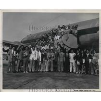 1948 Press Photo 50 young Filipinos arrive in Los Angeles aboard United flight