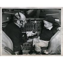 1959 Press Photo Pilot Captain Reed Knight & Kirk Griffith in Delta cockpit