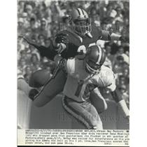 1943 Press Photo Packers M McCoy vs 49ers Gene Washington in Green Bay game