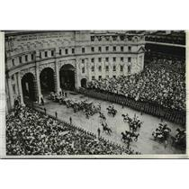 1911 Press Photo Procession when King George V was crowned as Royal Coach passed