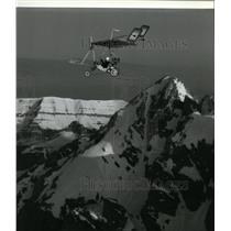 1984 Press Photo Tom Simko in Pterodactyl ultralight over Wyoming Grant Tetons