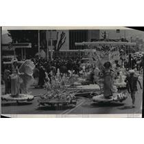 1904 Press Photo Washington Apple Blossom Festival Parade float of Aluminum Co