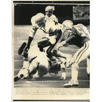 1976 Press Photo Bengals Boobie Clark vs Oilers Gregg Bingham - nes45224