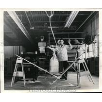 1960 Press Photo Test of Expanda Kraft Three Ply Bag