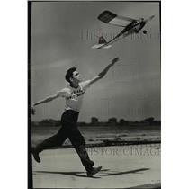 1942 Press Photo Take Off featured in salon section Popular Photography