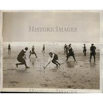 1931 Press Photo Girls field hockey match at beach Scarborough England