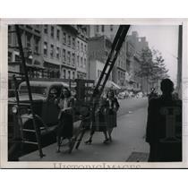 1944 Press Photo Superstitious Ladies Avoid Passing Under Ladder
