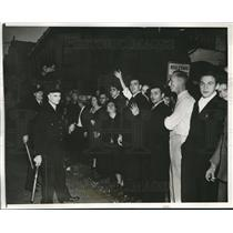 1938 Press Photo Anti Nazi crowd held back by Chicago police