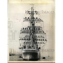 1935 Press Photo Finnish training ship Soumen Joutsen & cadets in the rigging