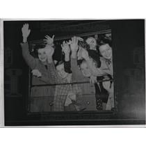 1939 Press Photo Parisians Girls and Boys leaving for Vacation - neb69475