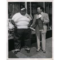 1952 Press Photo 561 Pound Edward L Dyer Wears Size 72 Dungarees B Schottenstein