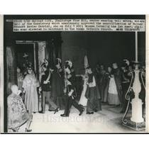 1946 Press Photo Pope Pius XII enters hall of Consistory in Vatican City