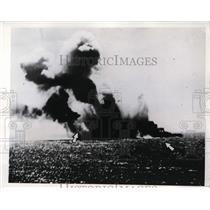 1942 Press Photo Japanese aircraft carrier Ryukaku on fire from torpedo attack