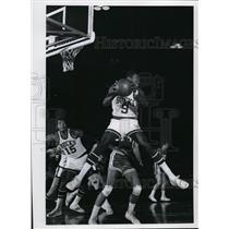 1969 Press Photo Bob Love grabs rebound in front Jerry Lucas  - mjs01076