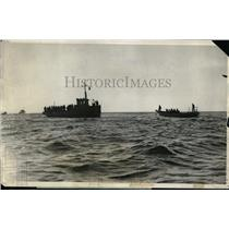 1925 Press Photo US Sub S-5L salvage operations off coast after rammed by ship