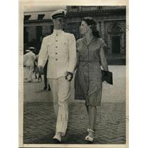 1945 Press Photo Annapolis MD Midshipman Donald G Iselin & Jacqueline Myers