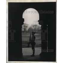 1927 Press Photo Marine Gus Granquist at Philadelphia Marine barracks