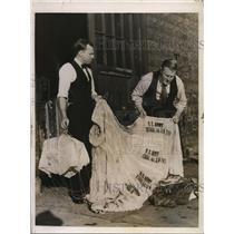 1935 Press Photo Edward Ingram & Gervis Bertrand with parachute of Cadet Lampel