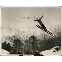 1931 Press Photo Norsemen Ski Club Harald Sorenson jumps 181 feet