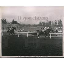 1936 Press Photo Xmas Day Handicap at Santa Anita CA M Peters on Goldeneye