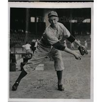 1941 Press Photo Brooklyn Dodgers pitcher Eddie Albosta