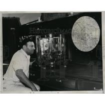 1934 Press Photo Dr Spitz & Machine Transforms Propeller Sound into Light Waves