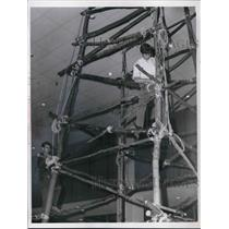1968 Press Photo Scouts David Soghy & Jeff Phillips Construct Signal Tower Parma