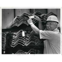 1986 Press Photo President Dave Houck checking destination tags for a truck