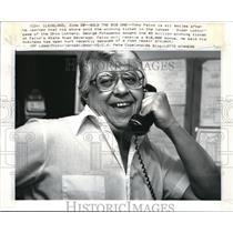 1986 Press Photo Tony Falvo seller of the winner Ticker of Super Lotto.