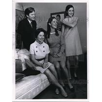 1968 Press Photo Mrs. John J. Giligan and her Three Children. - cva11783