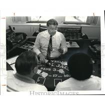 1981 Press Photo William P. Green Teaches Class on Blackjack - cva15420