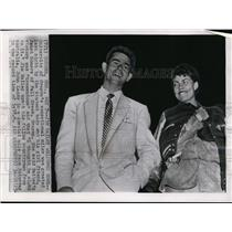 1956 Press Photo Jim Bailey & girlfriend Janet Somers back to campus after race