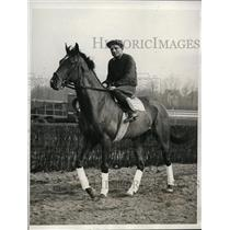 1932 Press Photo Kentucky Derby horse Cubacao works out with Frank Woll in NY
